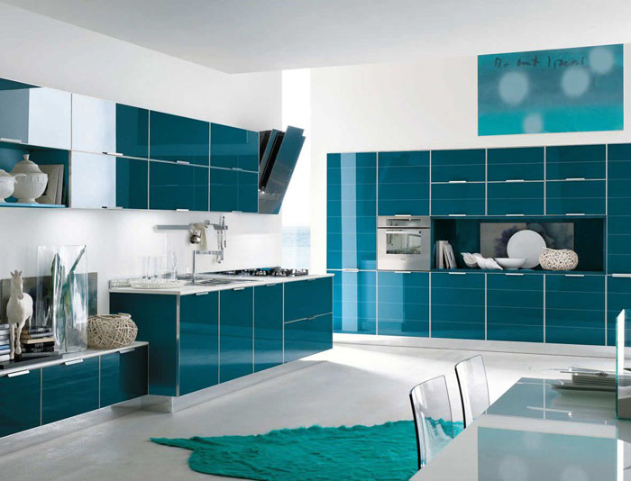 Contemporary lacquer / glass kitchen